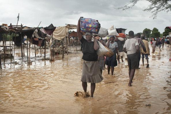 Ураган «Томас» пронесся над Гаити. Проливные дожди затопили один из самых больших лагерей беженцев. Фото: Spencer Platt/Getty Images