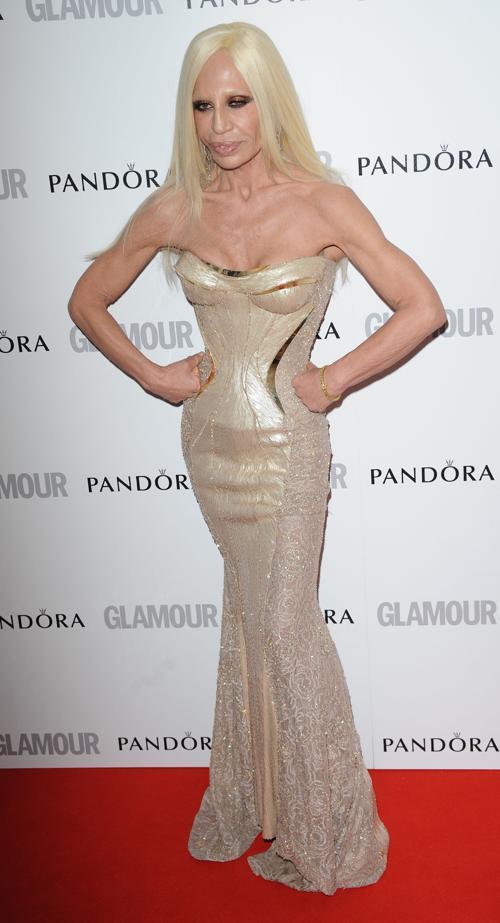 Знаменитости на церемонии награждения Glamour Women of the Year в Лондоне. Donatella Versace. Фоторепортаж. Фото: Stuart Wilson/Getty Images