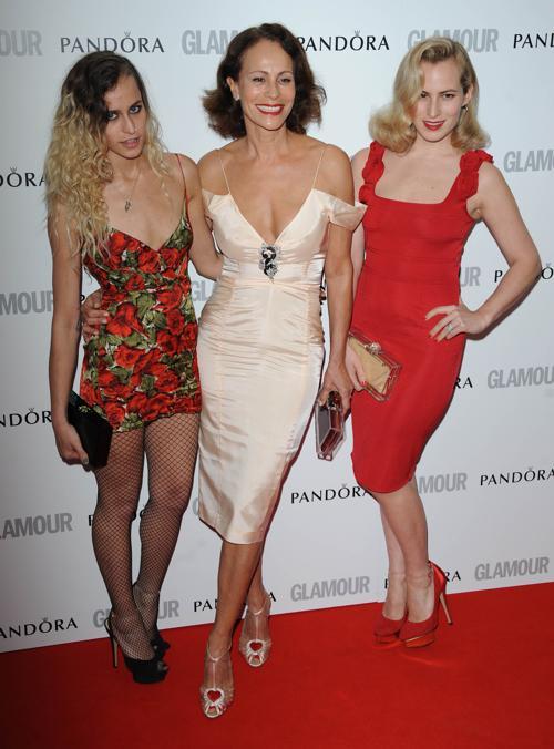 Знаменитости на церемонии награждения Glamour Women of the Year в Лондоне. Alice Dellal, Andrea Dellal and Charlotte Dellal. Фоторепортаж. Фото: Stuart Wilson/Getty Images