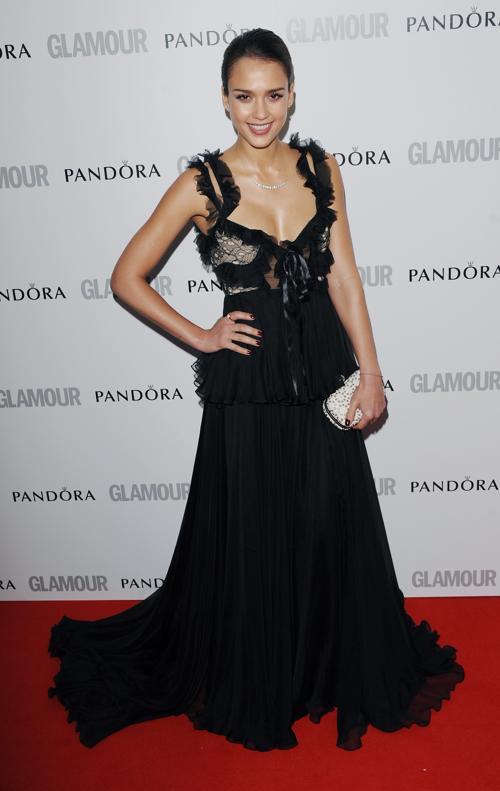 Знаменитости на церемонии награждения Glamour Women of the Year в Лондоне. Jessica Alba. Фоторепортаж. Фото: Stuart Wilson/Getty Images