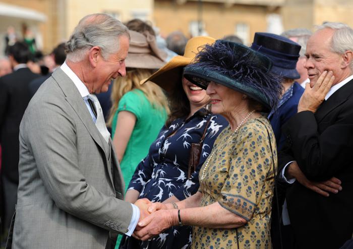 Елизавета II  пригласила гостей на вечер в сад Букингемского дворца. Фоторепортаж. Фото: Anthony Devlin - WPA Pool /Getty Images