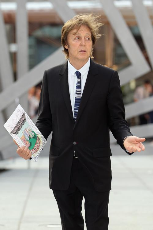Гости в Королевской академии искусств на церемонии Celebration of the Arts.  Paul McCartney. Фоторепортаж.  Фото: Carl Court  WPA Pool/Getty Images