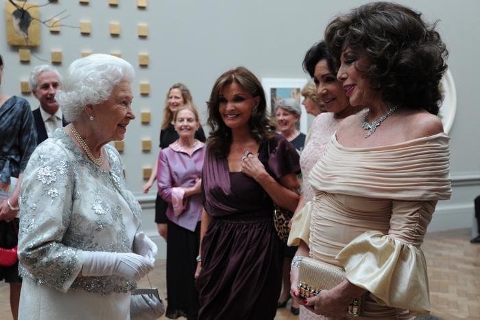 Гости в Королевской академии искусств на церемонии Celebration of the Arts.  Фоторепортаж.  Фото: Carl Court  WPA Pool/Getty Images