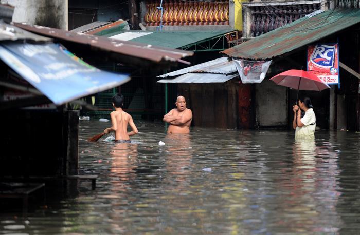 Тайфун Guchol с проливными дождями обрушился на Филиппины.  Фото:  NOEL CELIS/AFP/GettyImages