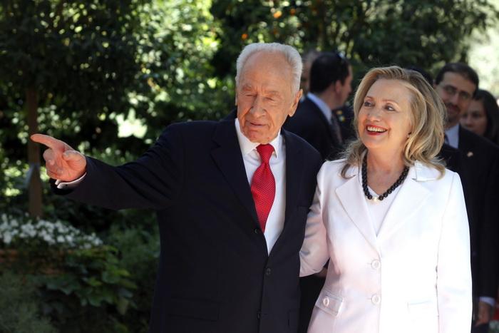 Hillary Clinton; Shimon Peres.  Фото:  Lior Mizrahi/Getty Images