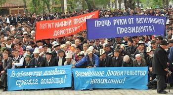 В Киргизии начались погромы турок-месхетинцев. Фото:  VYACHESLAV OSELEDKO/AFP/Getty Images