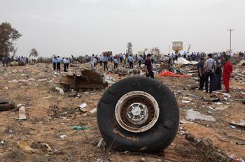 Причиной катастрофы самолета в Триполи могло быть отсутствие топлива. Фото: MAHMUD TURKIA/AFP/Getty Images