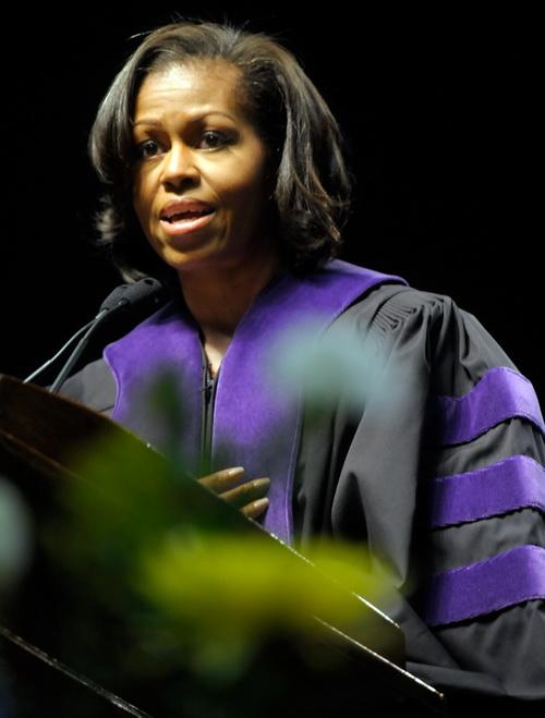Мишель Обама в  университете   Северной Каролины была   удостоена степени доктора гуманитарных наук. Фоторепортаж. Фото: Sara D. Davis/Getty Images