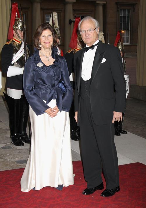 Монархи на приёме в Букингемском дворце по случаю юбилея правления королевы Елизаветы II. Король и королева  Швеции. Фоторепортаж. Фото: Sean Dempsey - WPA Pool/Getty Images