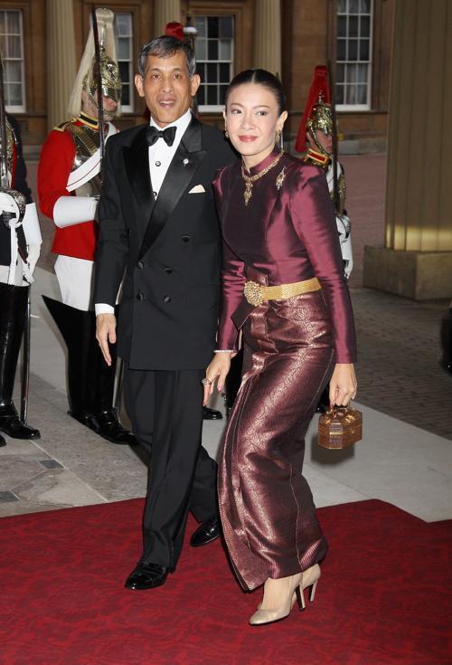 Монархи на приёме в Букингемском дворце по случаю юбилея правления королевы Елизаветы II. Принц и принцесса Таиланда. Фоторепортаж. Фото: Sean Dempsey - WPA Pool/Getty Images