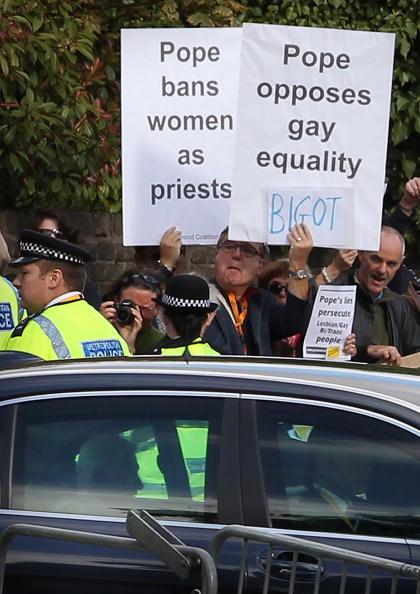 Папа Римский в Британии.  Протестующие против визита Папы. Фото:Ben Stansall - WPA Pool/Getty Images