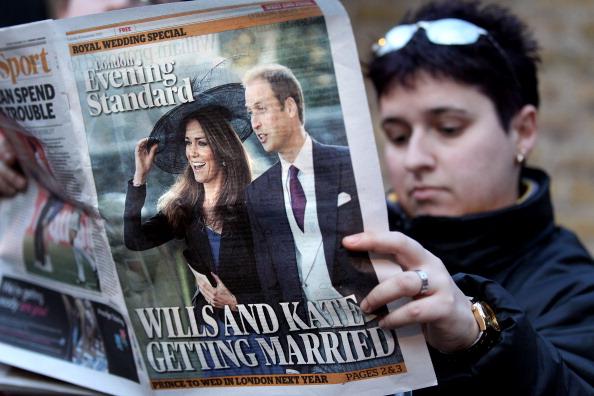 Принц Уильям женится на Кейт Миддлтон в 2011 году. Родители невесты: Микаэл и Кэрол Миддлтон. Фото: Oli Scarff/Getty Images.