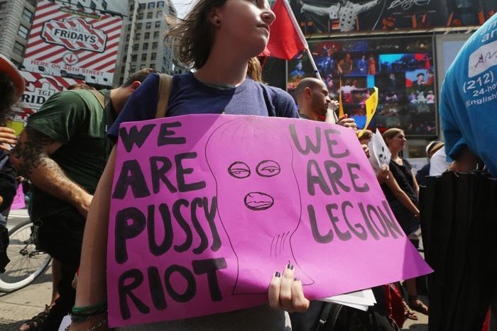В пятницу, 20 июля 2012 г. московский суд продлил следственное заключение девушкам-музыкантам Pussy Riot до января 2013 г. Фото: NATALIA KOLESNIKOVA/AFP/GettyImages