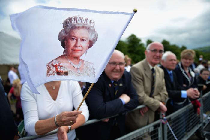 Королева Елизавета II на чаепитии в честь бриллиантового юбилея её правления. Фоторепортаж. Фото: Steve Parsons - WPA Pool/Getty Images