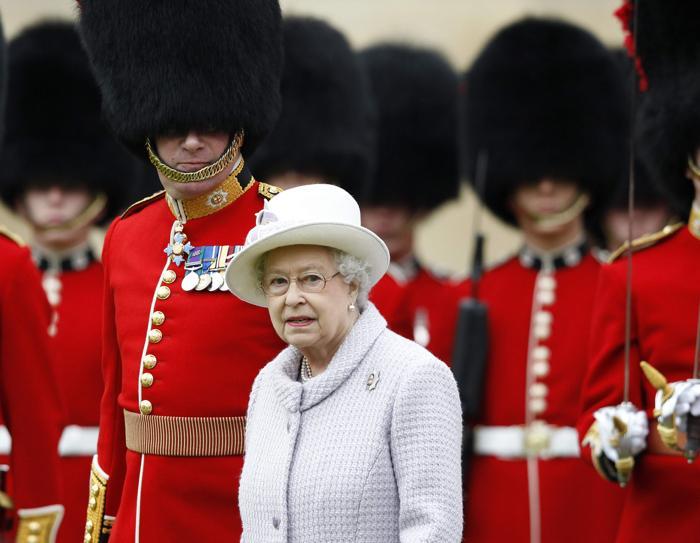 Королева Елизавета II посетила Виндзорский замок. Фоторепортаж. Фото: Andrew Winning-WPA Pool/Getty Images
