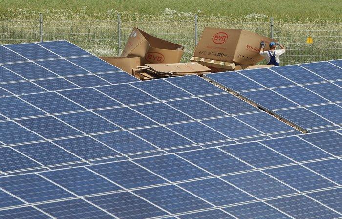 Немецкие производители солнечных модулей несут убытки из-за демпингового импорта из Китая. Фото: Sean Gallup/Getty Images