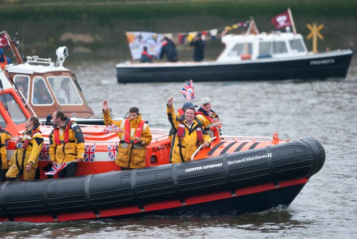 В Лондоне в честь бриллиантового юбилея правления  королевы Елизаветы II прошёл парад флотилии. Фоторепортаж. Фото: Jeff J Mitchell/Getty Images