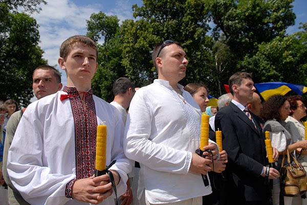 В Киеве стартовала международная акция, посвященная почтению памяти жертв голода 1932-33 годов. 19 июня 2010 года. Фото: Владимир Бородин/The Epoch Times