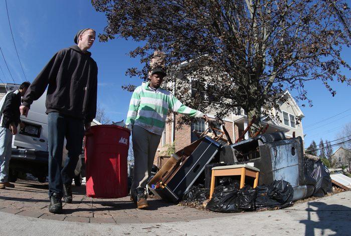После урагана «Сэнди» в штате  Нью-Йорк.  Фоторепортаж. Фото: Bruce Bennett/Getty Images