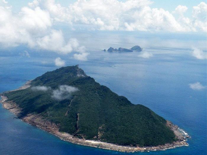 Спорные острова, известные как Сенкаку в Японии и Дяоюйдао в Китае, снимок сделан 15 сентября 2010 года. В отношениях между Китаем и Японией произошли кое-какие сдвиги, хотя споры в вопросах продажи островов продолжают бушевать. Фото: Jiji Press/AFP/Getty Images