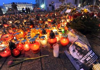 Прощание с погибшими в авиакатострофе. Фото: JOE KLAMAR/AFP/Getty Images