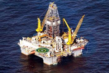 Остановить утечку нефти в Мексиканском заливе с помощью специальной трубы руководство компании British Petroleum планирует через десять дней. Фото: Joe Raedle/Getty Images