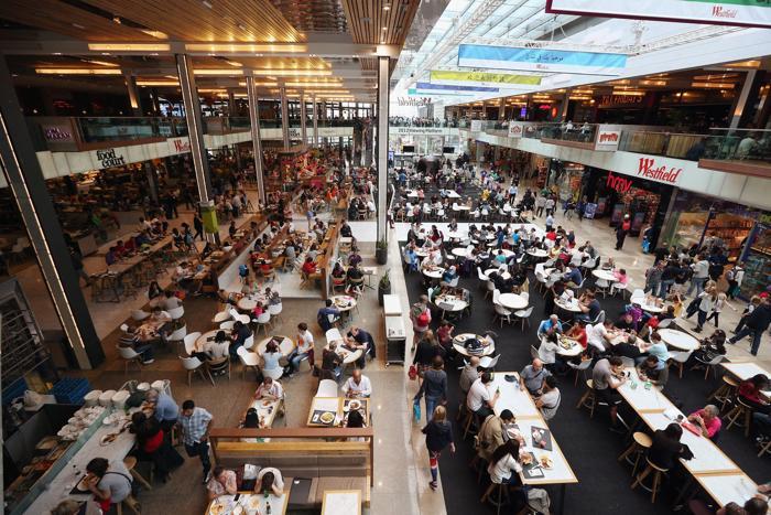 Фоторепортаж о гигантском торговом центре в Олимпийском  парке Лондона. Фото: Oli Scarff/Getty Images