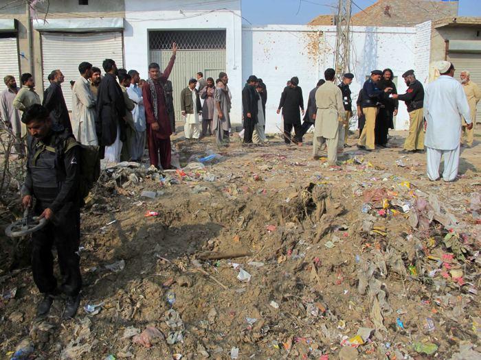 В Пакистане во время праздничного шествия шиитов прогремел взрыв, погибло семь человек. Фото: STR/AFP/Getty Images