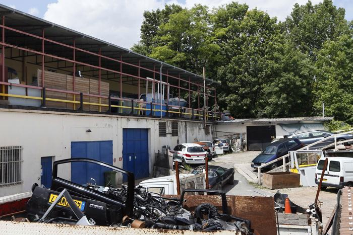 Французская полиция раскрыла огромное предприятие подделки денежных средств в Courtry,в  северо-восточном пригороде Парижа 14 июня 2012 года. Фото: KENZO TRIBOUILLARD/AFP/GettyImages