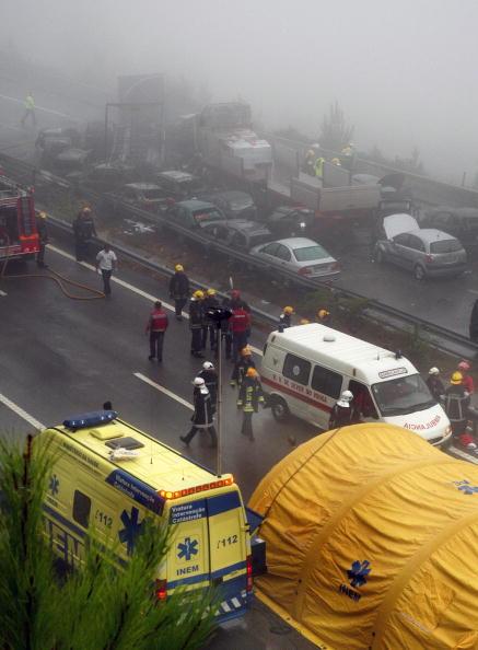 В ДТП в Португалии столкнулись 46 машин:  5 человек погибли, 72 пострадали. Фоторепортаж. Фото: PAULO RAMOS/AFP/Getty Images