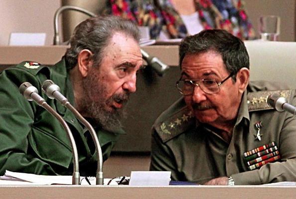 Фидель Кастро  и Рауль Кастро. Фото: ADALBERTO ROQUE/AFP/Getty Images