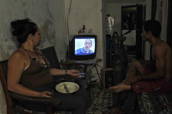 Выступление Фиделя Кастро по телевидению смотрят многие жители Кубы. Фото: STR/AFP/Getty Images
