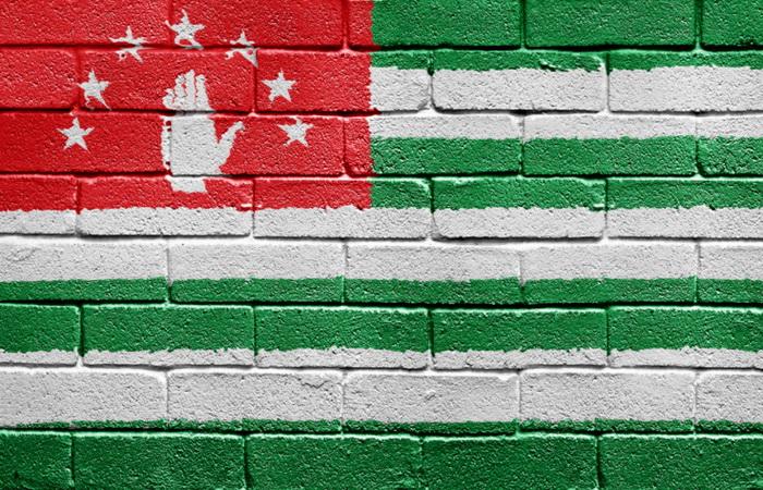 «Абжуа» - одна из 7-ми звездочек над открытой ладонью на государственном флаге Апсны (Республики Абхазия). Фото: CarstenReisinger/Photos.com