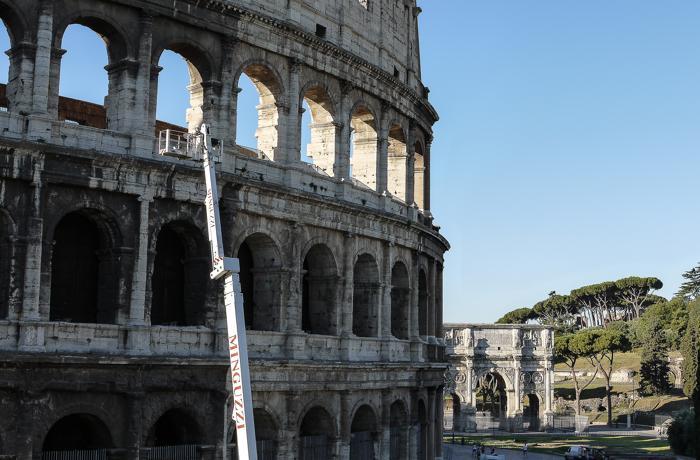 В Риме приступили к срочной реставрации Колизея.  Фото: ANDREAS SOLARO/AFP/GettyImages