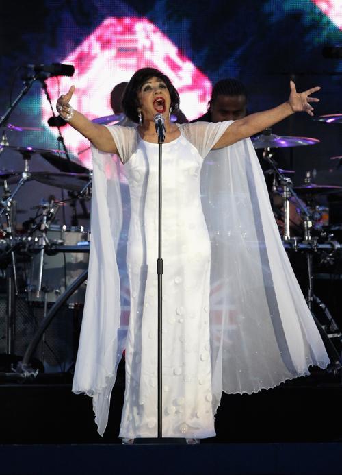 Концерт звезд  в честь бриллиантового юбилея  прошёл в Букингемском дворце. Dame Shirley Bassey. Фоторепортаж. Фото: Dan Kitwood/Getty Images