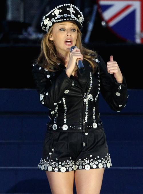 Концерт звезд  в честь бриллиантового юбилея  прошёл в Букингемском дворце. Kyile Minogue. Фоторепортаж. Фото: Dan Kitwood/Getty Images