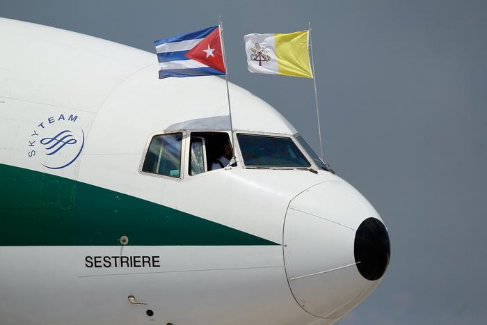 Туристы покоряют «Остров свободы».  Фото:  Joe Raedle/Getty Images