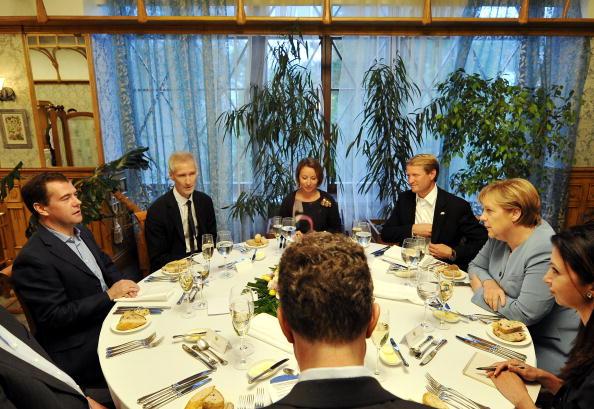 ММедведев и Меркель встретились  в Екатеринбурге. Фоторепортаж. Фото: teffen Kugler/Bundesregierung-Pool via Getty Images