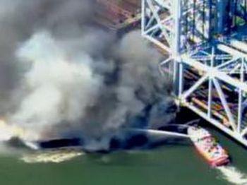 На мосту через реку Гарлем в Нью-Йорке после пожара восстановлено движение электоропоездов. Фото с сайта news.bcm.ru