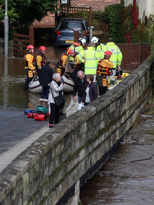 Сильное наводнение в Англии, погибли четыре человека.  Фоторепортаж. Фото: Christopher Furlong / Getty Images