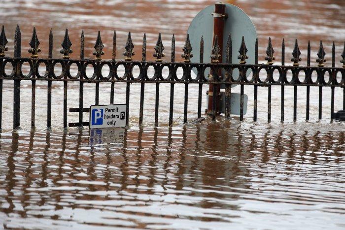 Сильное наводнение в англии погибли