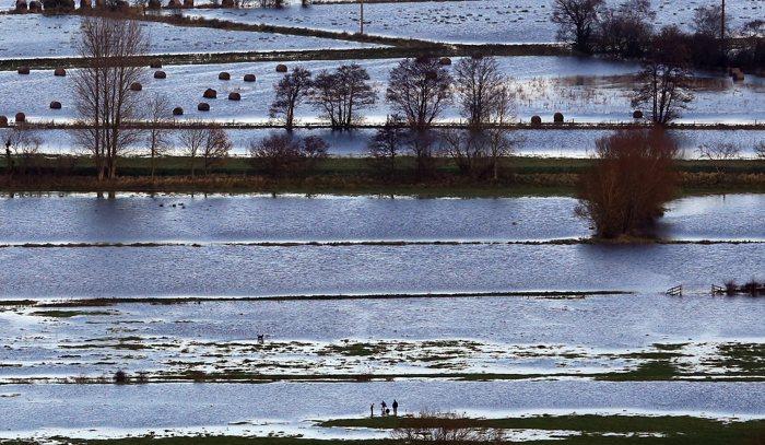 Наводнения в большей части Великобритании создали хаос. Паводковые воды в некоторых местах поднялись до 1,5 метра в Чу Сток, 23 ноября 2012 года, Сомерсет, Англия.   Фоторепортаж. Фото:  Matt Cardy/Getty Images