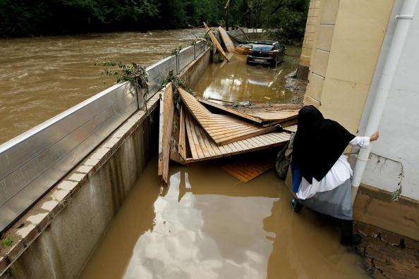 Наводнения в Польше, Германии  и Чехословакии унесло жизни 14 человек. Фоторепортаж. Фото: Sean Gallup/Miguel Villagran/Getty Images