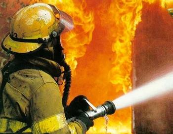 Пожар на Сумской, в центре Харькова, тушили c восьми вечера до полудня. Фото с сайта ru.tsn.ua