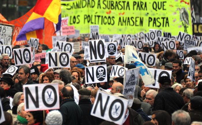 В Мадриде тысячи медработников протестуют против реформы здравоохранения. Фото: DOMINIQUE FAGET/AFP/Getty ImagesФото: DOMINIQUE FAGET/AFP/Getty ImagesФото: DOMINIQUE FAGET/AFP/Getty Images