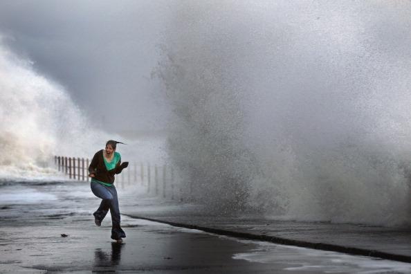 Шторм в Шотландии. Фото: Jeff J Mitchell/Getty Images