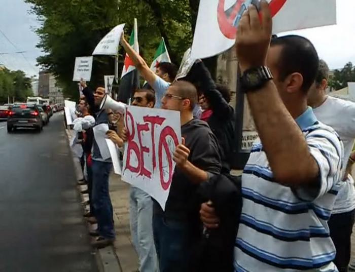 Сирийцы протестуют в Латвии против режима Башара аль-Асада. Фото: Лариса Чугунова/ Великая Эпоха (The Epoch Times)