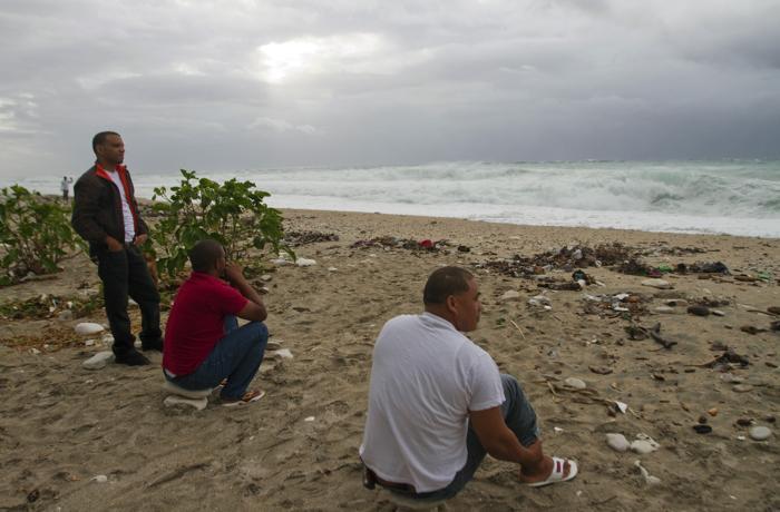 В ожидании урагана Исаака  в  Enriquillo, на юго-западе Доминиканской Республики. Фоторепортаж. Фото:  ERIKA SANTELICES/AFP/GettyImages