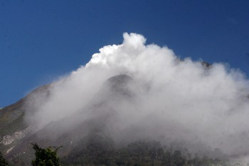 Вулкан Синабун на острове Суматра предвещает новые беды. Фото: ATAR/AFP/Getty Images