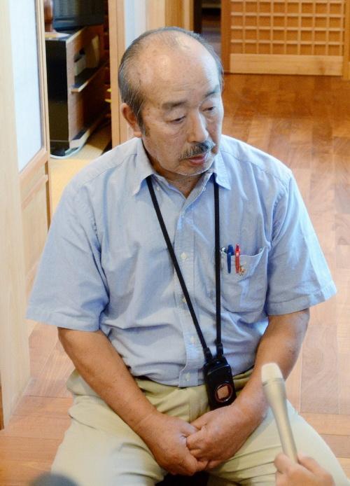 Коджи Ямамото, отец японской журналистки Мики Ямамото, отвечает на вопросы в Tsuru, префектура Яманаси, 21 августа 2012 года, после известия о смерти дочери. Фото: JIJI PRESS/AFP/GettyImages